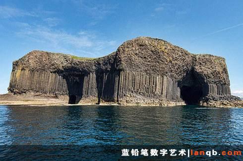 苏格兰斯塔法岛上的芬格尔洞穴(Fingal's Cave)